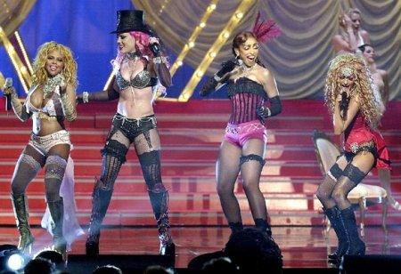 Christina Aguilera con Lil Kim, Mya, Pink - Lady Marmalade