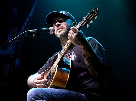 aaron lewis wild rose casino & resort  8